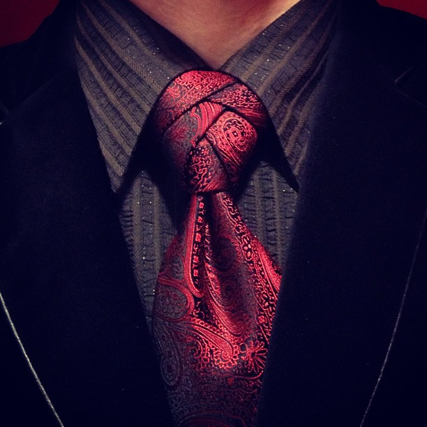 Eldridge Tie Knot - Aaron Muszalski (Flickr) - Original Photo