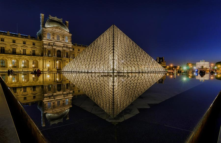louvre-pyramid-night.jpg